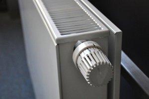 odpowietrzanie grzejnika przystępując do pracy pamiętaj zamknij zawór grzejnika dzięki temu czynności odpowietrzania urządzenia przebiegną prawidłowo